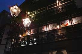温泉街にガス灯が燈る!