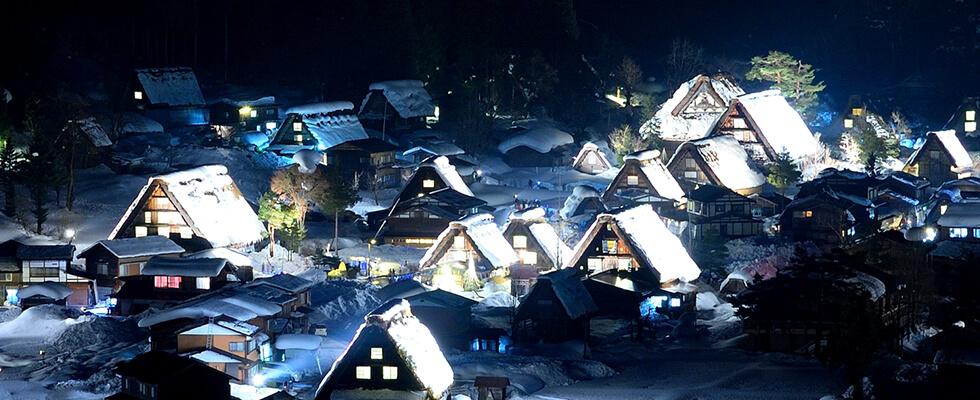 ライトアップが必見!雪の白川郷(世界遺産)で冬の美しさを満喫しよう!